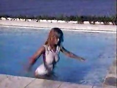 Claudia Schiffer In The Pool