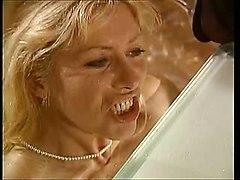 Piss: Femmes Matures - Scene 3