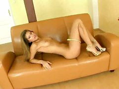 Lucious Babe Teases And Gets Off On Her Couch