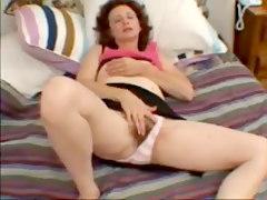 Hairy Amateur Mature Milf Masturbating Her Old Vagina