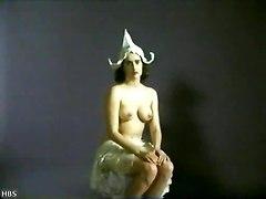 4 Nude Chicks Posing