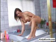 Sexy Chick In The Hot Tub Using A Dildo