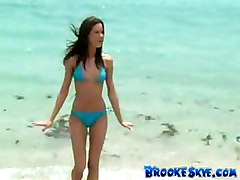 Sexy Teen In Bikini Showing Her Body